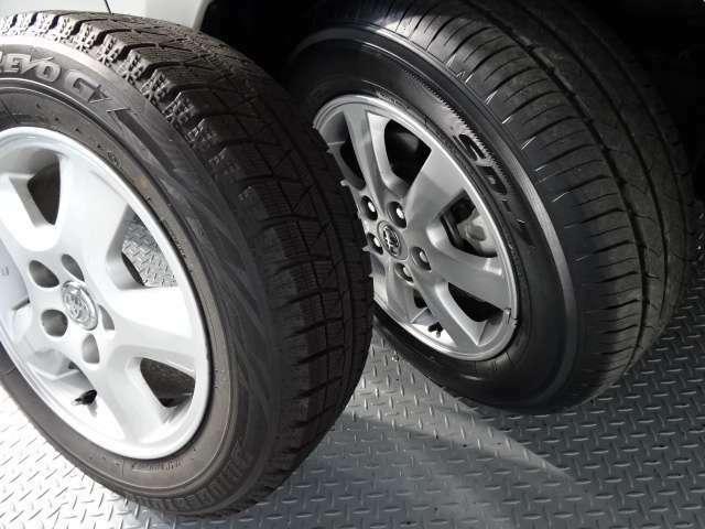夏タイヤ・スタッドレスタイヤ。 どちらも純正アルミホイールが付いています。