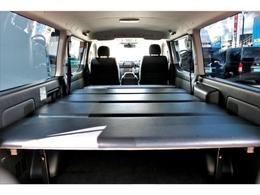ベッドキット完備で車中泊も可能!!