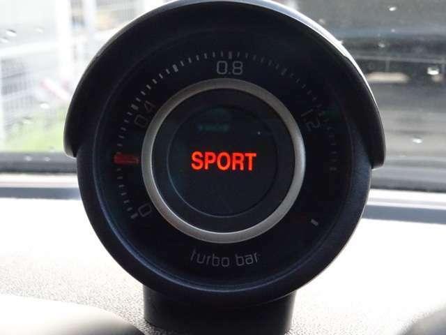 ダッシュボード上のこれは?ターボメーターです。「SPORT」のボタンを押すとメーター中央の「SPORTS」が点灯しブーストアップ!(続く)