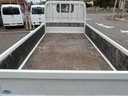 荷台寸法は、長さ310cm、幅160cm、高さ38cm(最大幅で計測)です