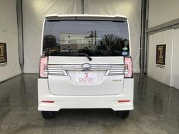 室内全長2200×室内全幅1350×室内全高1365mm 5ドア4名乗り 駆動方式は4WDとなっております。