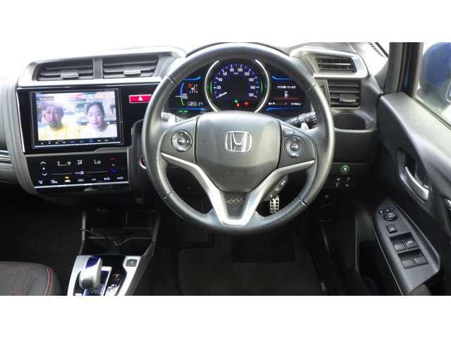 運転席も広く快適空間、視界も広くとても運転しやすいです