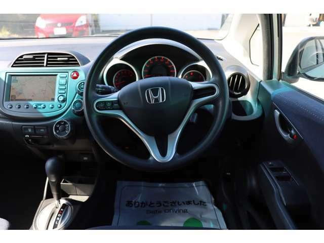 運転席回りもかなりきれいに使われています♪遠方の方でもテレビ電話等で実車をご案内いたしますのでお気軽にお問い合わせください。