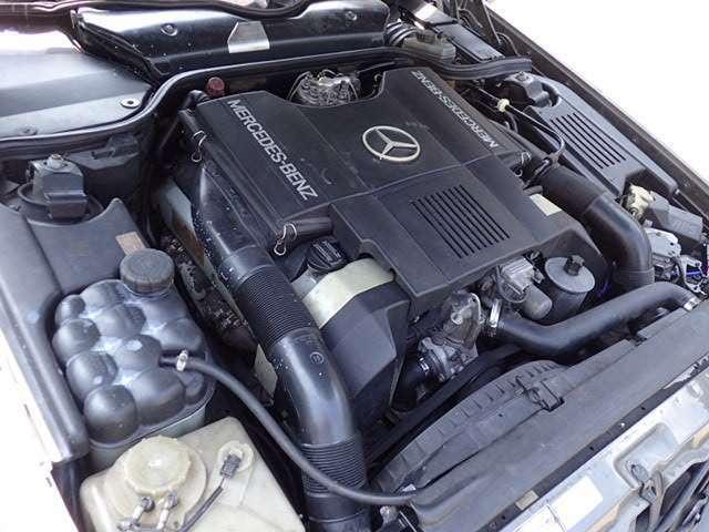 エンジン型式:1190(V型8気筒DOHC) 排気量:4.97L 330馬力 ガソリン 排気量の大きなエンジンですので、力強い走りが楽しめる車両です。