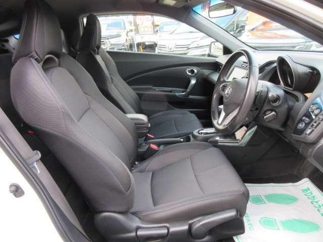 専用インテリア&専用スポーツシート付♪ ホールド性の良いシートで、スポーツ走行も、長距離走行も快適にドライブができますね♪