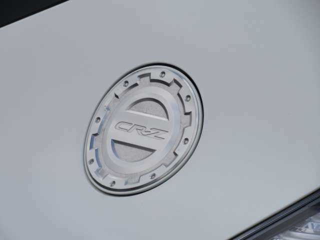 純正オプション給油口カバー♪ 給油口にCR-Zの文字が貼られております♪ シルバーカラーでさり気なくお洒落です♪