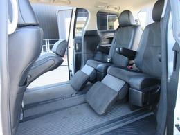 大人気の7人乗りセパレートモデル♪ セカンドシートはキャプテンシートになっており、オットマン付きで足元まで快適な空間になります♪