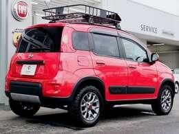 カタログモデルのPandaより6.5センチも車高が上がり、アプローチアングルも広く本格的な走破性を秘めてます。