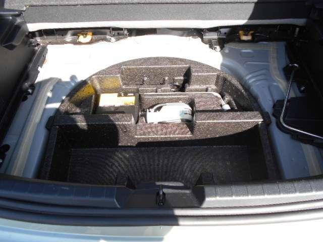 スペアのタイヤはありません。パンク修理等は大変ですのでJAFの加入をお勧めします