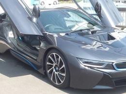 BMW i8 ベースモデル 青シートベルト