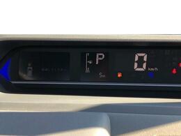 センターメーターを採用しております^^視線の移動が少なく、より安全な運転ができますね!