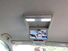 後部座席でTVやDVDが視聴出来るので、ロングドライブでも快適に過ごせます。不要な時は収納すれば邪魔になりません。
