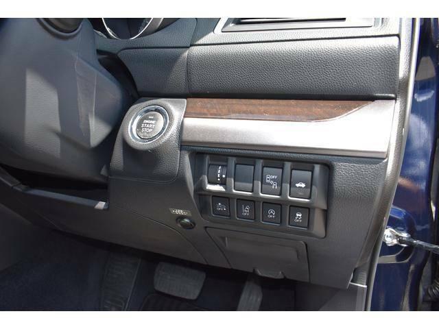 ハンドル右奥にプッシュスタートボタンを装備!エンジンをかけるのも、ストップさせるのもスマートに行えます。
