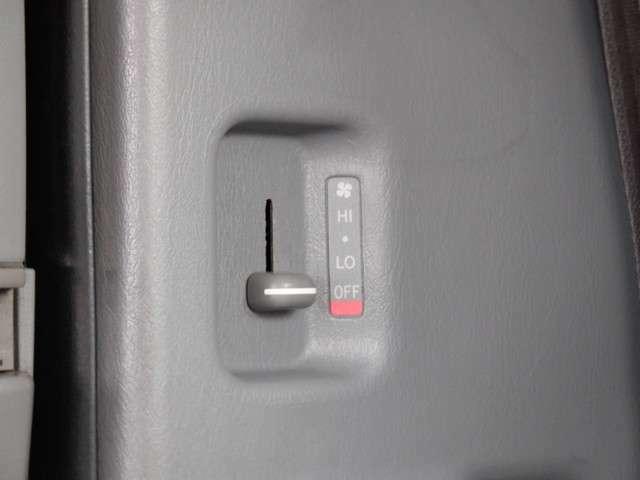 リアヒーターです☆一年通して、快適な車内温度を保つことができ、便利です♪