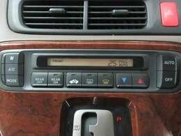 デジタル表示のフルオートエアコンも装着しております。