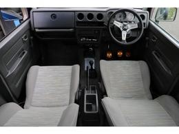 旧車ならではのシンプルな内装!綺麗な状態で保たれております!