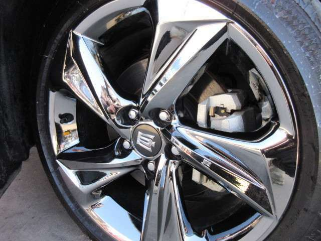 純正18」インチメッキアルミホイール付き♪ 目立った傷も無くコンディション良好です♪ タイヤの溝もたっぷり残っております♪