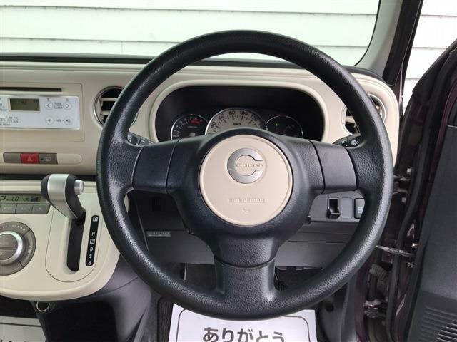 コックピット周辺です。運転しやすい車ですよ。