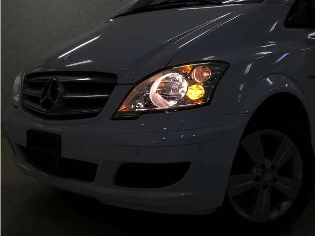 夜間になると自動点灯する便利なオートライト機能付きで点灯し忘れも防ぎます!