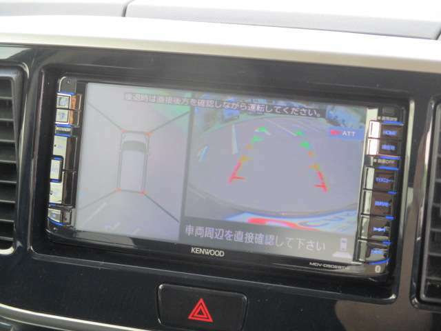 上からの視点で駐車をサポート。マルチアラウンドモニター