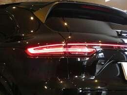 アダプティブクルーズコントロール・レーンチェンジアシスト・レーンキープアシスト・PDLS+機能付きLEDヘッドライト・RSスパイダーデザイン21インチアルミホイール・ドライバーメモリーパッケージ・