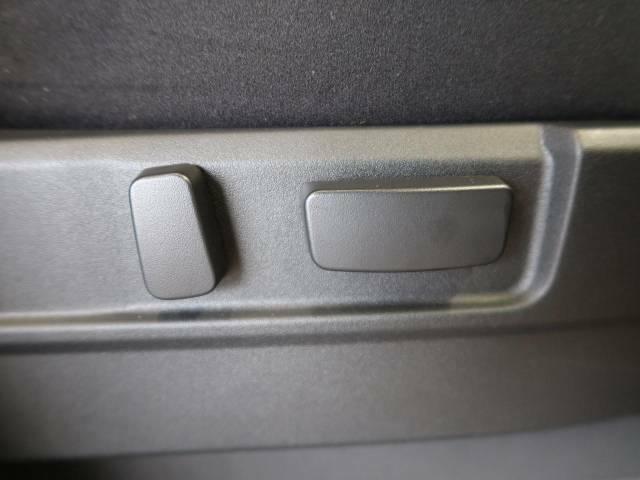【パワーシート】スイッチでシートポジションの調節が可能なパワーシート。快適な運転姿勢が実現でき、ドライブを一層お楽しみ頂けます。