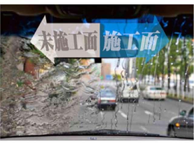 Bプラン画像:雨天時の運転では、視界が見えづらく不安ではないでしょうか?そんな時には「スーパーガラス撥水」がお奨めです!比較写真の施工面のように良好な視界での走行は安全運転に繋がります。