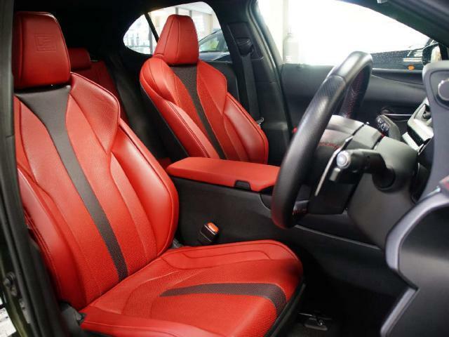 スポーツカーのようなドライビングシートです!