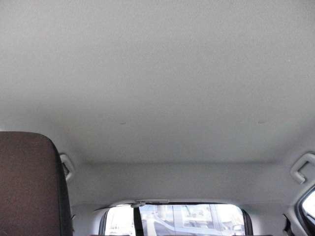 天井部の様子です。目立つキズ汚れなどはありません。