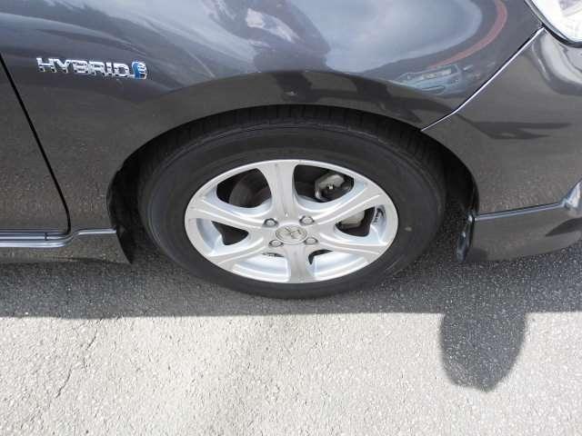 アルミホイールが付いています。タイヤの残り溝も十分です。