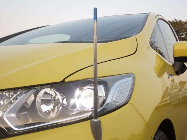 スイッチ一つで伸縮するリモコンポール!狭い場所や車両感覚慣れるまで役立ちます!