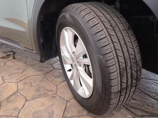 フロントタイヤを撮影しました。タイヤの溝もまだまだありますよ!