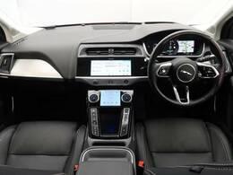 I-PACE?は、ジャガーの真髄を受け継ぐドライバーズカー。 先進のモーターとの重量配分により、696N・mのトルクとスポーツカーの俊敏性を生み出します。