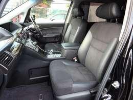 助手席シート☆ハーフレザー調でおしゃれなシート☆禁煙車でとてもキレイな室内です☆