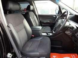 運転席シート☆ハーフレザー調でおしゃれなシート☆禁煙車でとてもキレイな室内です☆
