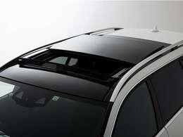 もちろん前面を開閉することも可能ですので、風を感じながら開放的なドライブをお楽しみいただけます。