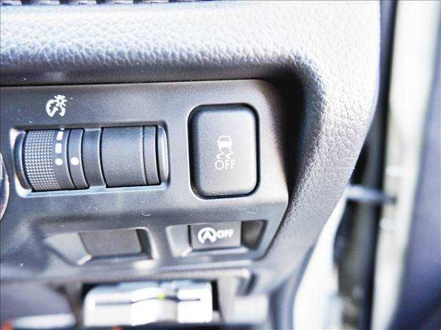【横滑り防止機能】車両の横滑りを感知すると、自動的に車両の進行方向に保つよう車両を制御します♪