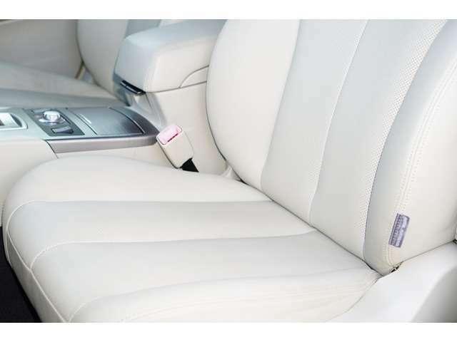Aプラン画像:運転席、助手席ともに綺麗です。一度ご覧くださいませ♪