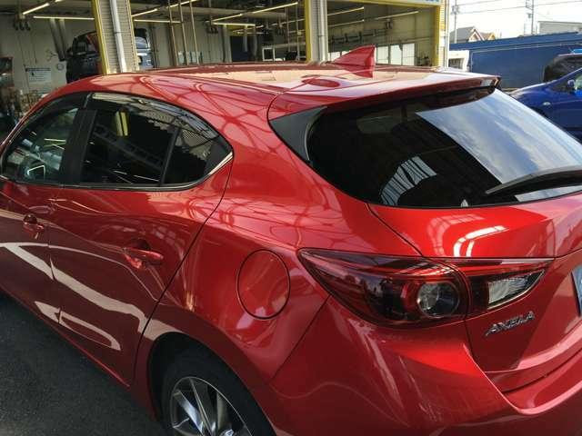 プライバシーガラスです。 車内が見えずらいですし、エアコンの効きも違います!