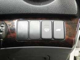 【パワーテールゲート】運転席横のスイッチか、スマートキーのスイッチでテールゲートが開閉します!ボディが汚れていても気にせず開閉できるので、便利ですよ!