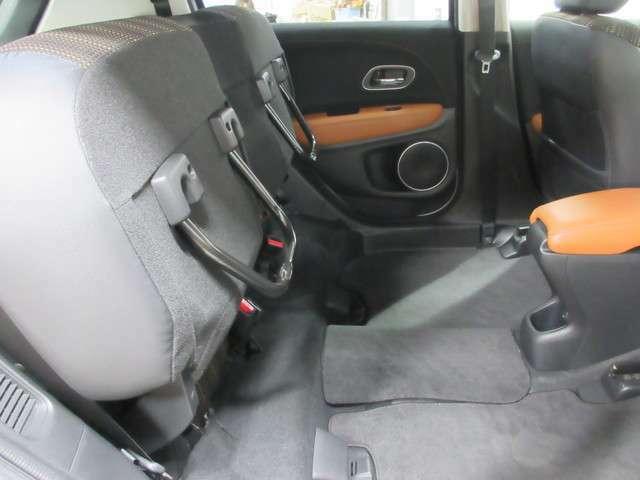 両席の座面を上げますと更に広い空間となります!