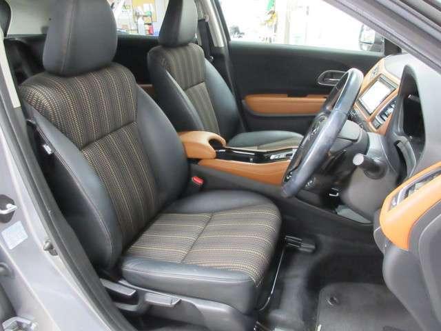 座り心地もよく運転しやすい専用シートになりますので空間の広さ含めて是非実車にてご体感下さいませ!