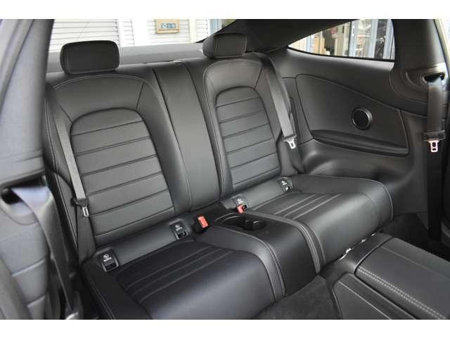 メルセデス・ベンツ/スマート正規販売店で販売される保証付きのメルセデス・ベンツ及びスマート認定の中古車で、初度登録から10年未満の車両。