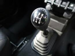 【MT車】今は少なくなった、MT車です。コンパクトカーとは思えないスポーティーな走り味をあなたに♪