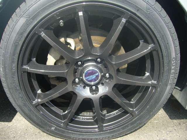 新品の17インチアルミに新品タイヤです!