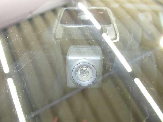 最近では付いてる車も多くなってきました。U-Carではまだまだ付いていればラッキーなドライブレコーダーです♪