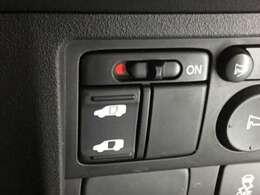 運転席からスイッチ一つでスライドドアーの左側が開閉でき、大きな荷物を持った方やお子様お年寄りの乗り降りが楽になり大変役に立ちます。