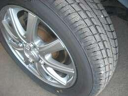 タイヤは新品です