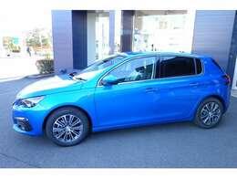 弊社では全車両の事前点検整備を実施しております。新車保証を継承しましてのご納車となります。新色のブルーが入庫しました!