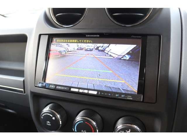 バック駐車時も安心のバックカメラが装着されています。  危険な死角を減らしてバック事故防止に有効な装備です!  後方カメラ付きドライブレコーダーの取付も承りますのでお気軽にお問合わせください